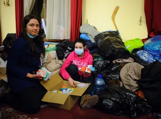Христина та Юля, волонтери-медики