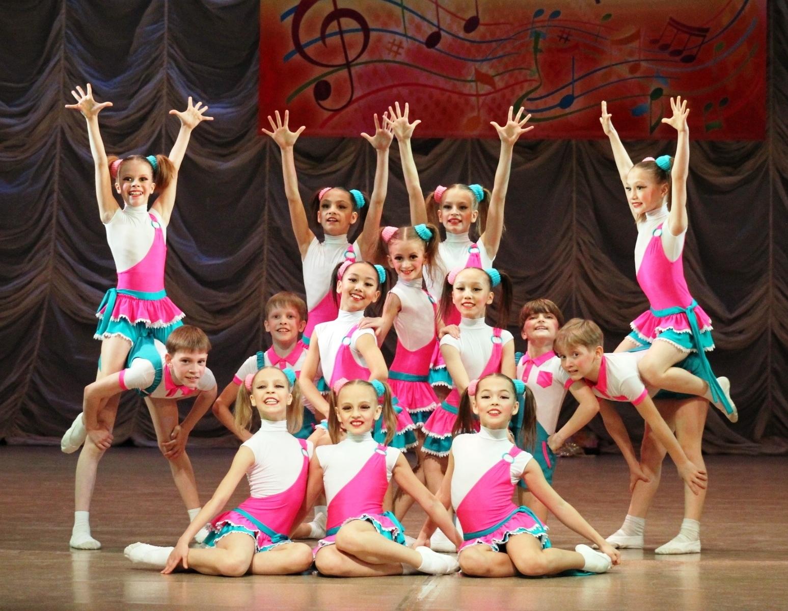 Фото дети танцуют в костюмах