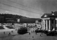 фото минулого століття - Контрактовий будинок і площа
