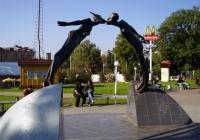 Фото. Пам'ятник закоханим – харківський талісман кохання