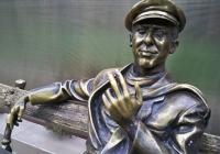 Фото. Герої роману «12 стільців» у Харкові