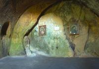 всередині монастиря